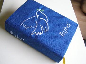 Hoes Handbijbel 12x18 blauw met duif wit Messiaan H-1218018