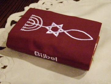 Hoes Huisbijbel 16x24 bordeaux met Messiaans zegel wit Messiaan H-1624017