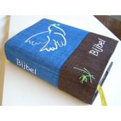 september weer leverbaar- Hoes Huisbijbel 16x24 blauw-bruin met duif wit